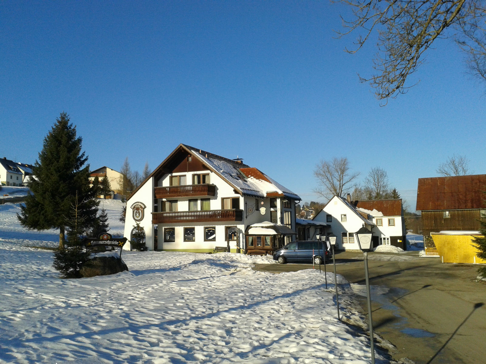 Hammerschmiede-Unser-Haus-Winteransicht