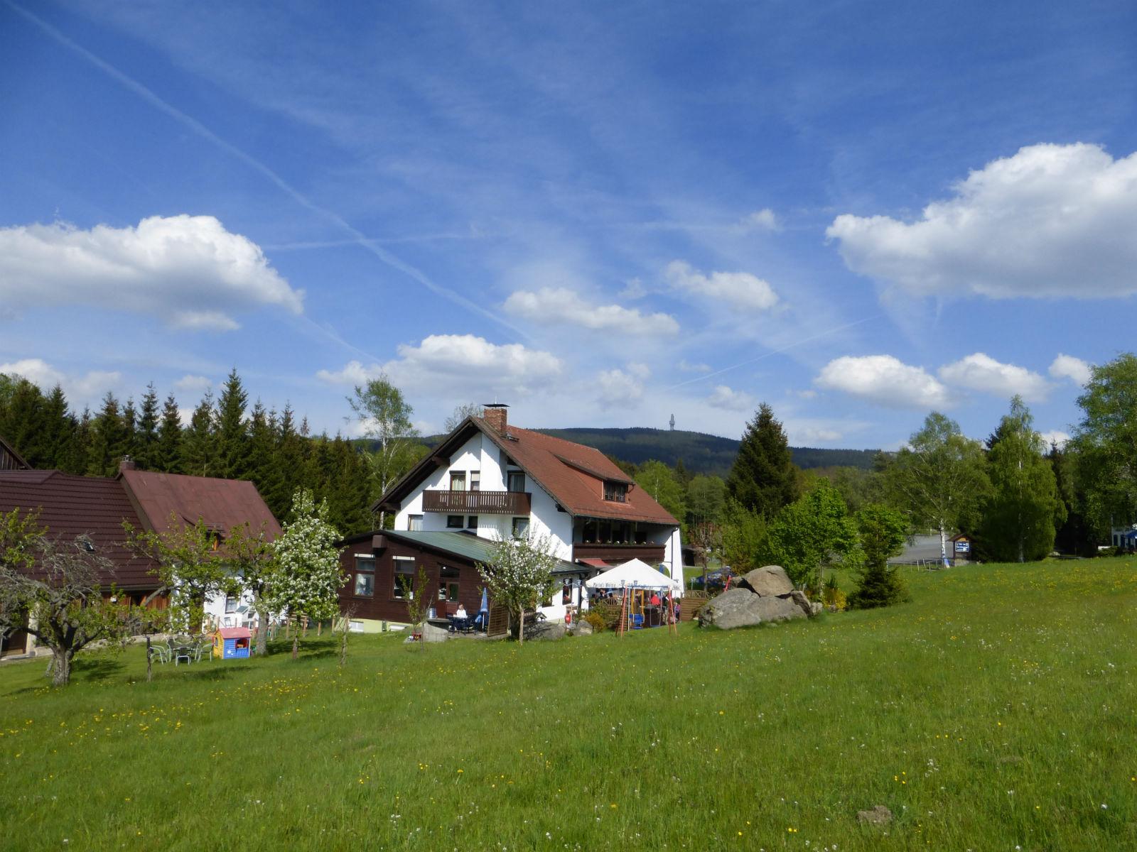 Hammerschmiede-Unser-Haus-im-Gruenen(1)