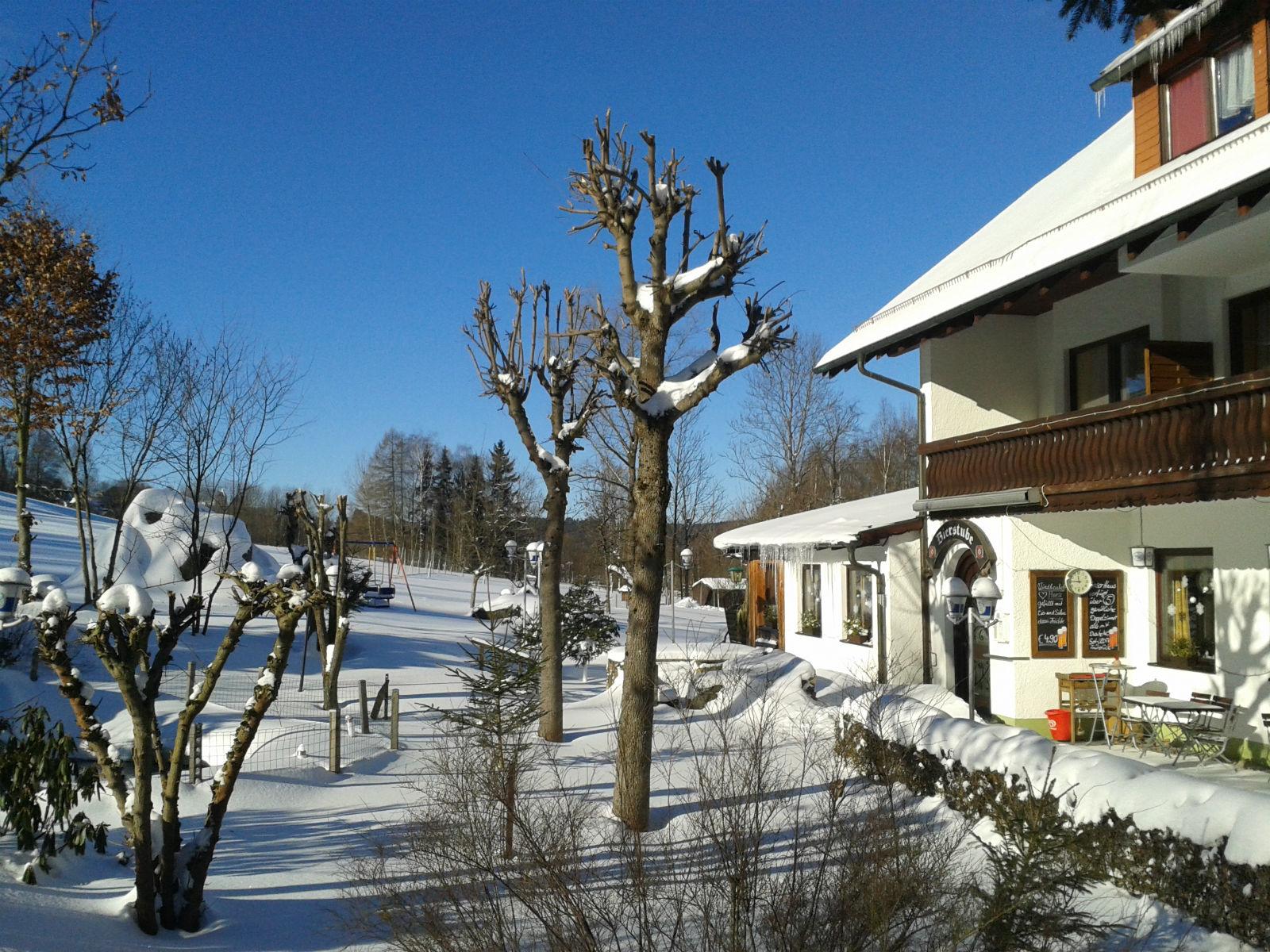 Hammerschmiede-Unser-Haus-im-Schnee